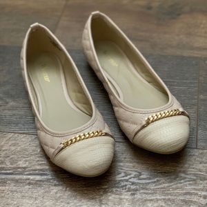 NWOT Wanted nude quilted flats